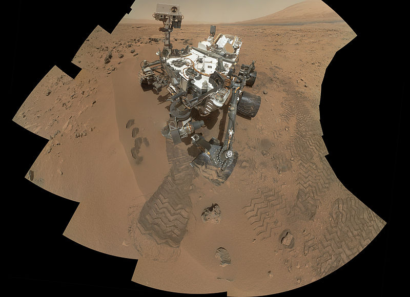Curiosity's_'Rocknest'_Workplace_(unannotated_version).jpeg